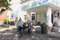 Radfahrer am Hotel Deutsche Eiche Uelzen